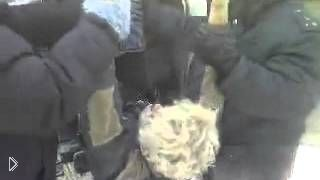 Смотреть онлайн Алкаш замерз на смерть в сидячем положении