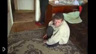 Семейная пара алкашей празднует день рождения - Видео онлайн
