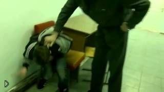 Пьяный ребенок буянит в полиции - Видео онлайн
