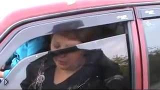 Пьяную женщину без прав остановили сотрудники ДПС - Видео онлайн