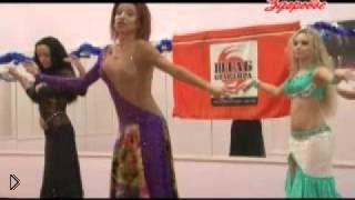 Смотреть онлайн Урок восточного танцы: основные движения