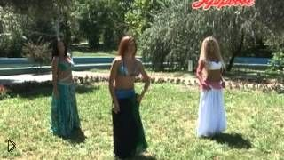 Смотреть онлайн Легкие движения для восточного танца для начинающих