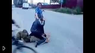 Смотреть онлайн Подборка: Драки пьяных алкашей на улице