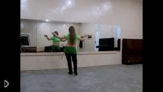 Смотреть онлайн Урок восточного танца живота: шаг «хагала» обучение