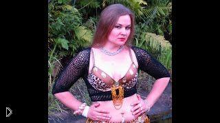 Смотреть онлайн Урок восточных танцев для начинающих: шаг «гавази»