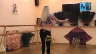 Смотреть онлайн Учимся танцевать восточные танцы: движения бедрами