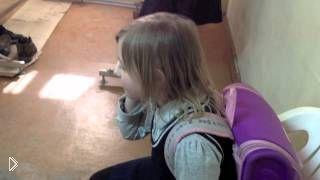 Смотреть онлайн Шустрая школьница командует маме