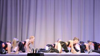 Смотреть онлайн Скандальный танец школьниц, куда смотрят родители