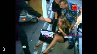 Смотреть онлайн Пьяная блондинка устроила разборки с инспекторами