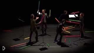 Смотреть онлайн Парни сыграли мелодию на музыкальных трубах
