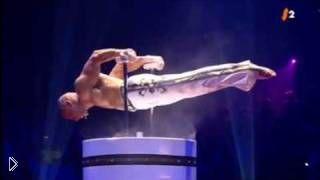Смотреть онлайн Невероятные способности тела гимнаста: сила рук