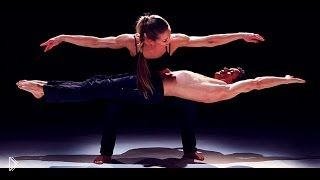 Красота и сила тел акробатов в действии - Видео онлайн