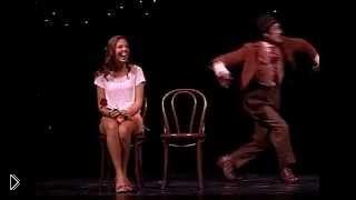Смотреть онлайн Смешной номер клоуна со зрителем из зала: Цирк дю Солей