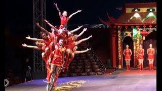 Смотреть онлайн Китайский цирк: девушки на велосипедах