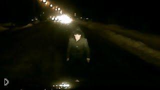 Смотреть онлайн Подборка: Пешеходы ночью на неосвещенной дороге