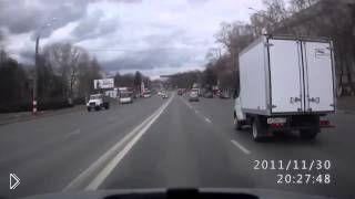 Смотреть онлайн Водитель жестко получил от пешехода за наезд