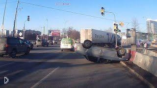 Смотреть онлайн Подборка ДТП: Водители испугались за рулем