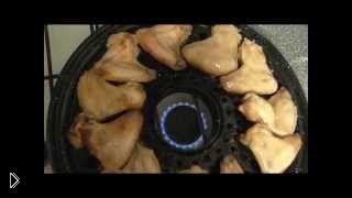 Смотреть онлайн Аппетитные крылышки в кефире на сковороде гриль