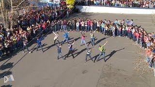 Смотреть онлайн Забавный флешмоб в городе Лесосибирск