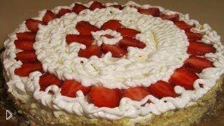 Смотреть онлайн Торт песочный с клубникой: рецепт