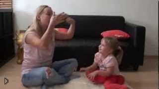 Смотреть онлайн Гимнастика для детский пальчиков, развивающая игра