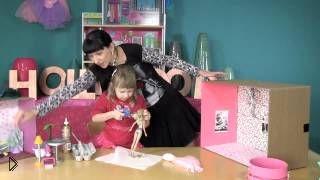 Смотреть онлайн Как сделать кукольный домик из коробки