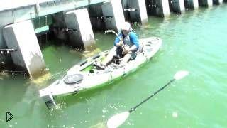 Мечта рыбака: парень поймал огромную рыбу - Видео онлайн