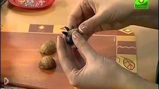 Смотреть онлайн Как сделать разных жучков из ореховой скорлупы