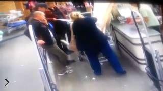 Упавший баллон с монтажной пеной забрызгал всех - Видео онлайн