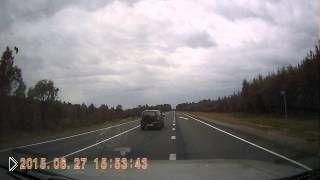 Смотреть онлайн Водитель уснул за рулем, кадры с регистратора очевидца