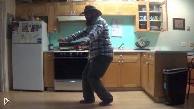 Смотреть онлайн Подборка: Люди танцуют на кухне