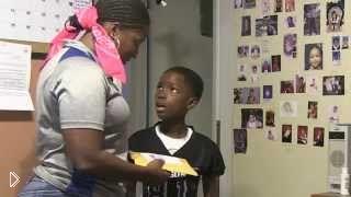 Смотреть онлайн Мама разыгрывает сына на 8-летие