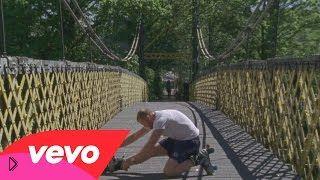 Смотреть онлайн Клип: Julio Bashmore - Holding On