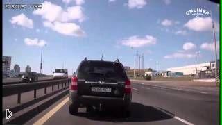 Смотреть онлайн В Минске водитель сбил инспектора ГАИ