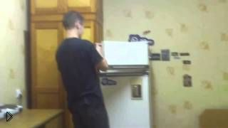 Смотреть онлайн Что будет если взорвать петарду в холодильнике