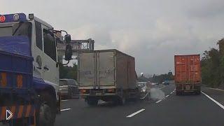 Водитель БМВ резко затормозил прямо перед грузовиком - Видео онлайн