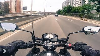 Смотреть онлайн Двое придурков угрожают мотоциклисту