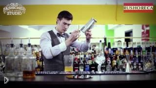 Смотреть онлайн Приготовления коктейля из коньяка и ликера