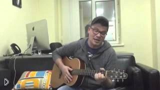 Смотреть онлайн Гарик Харламов исполняет песню про Обаму