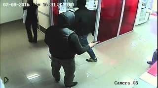 Смотреть онлайн Камеры наблюдения сняли ограбление банка
