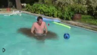 Смотреть онлайн Подборка: самые забавные случаи в бассейнах