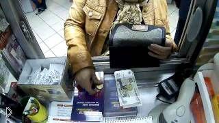 Смотреть онлайн Мошенница ловко обдурила продавца в аптеке на 4000