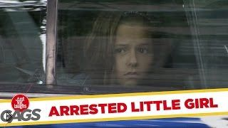 Смотреть онлайн Розыгрыш: Девочку арестовывают за торговлю лимонадом