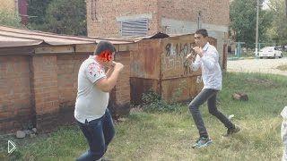 Смотреть онлайн Поединок двух школьников за гаражами
