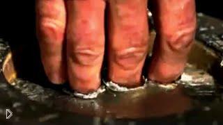 Смотреть онлайн Окунуть руку в расплавленный металл без последствий