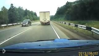 Смотреть онлайн Подборка: Неуправляемые грузовики на дороге