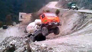 Подборка: Перегруженные грузовики встают на дыбы - Видео онлайн