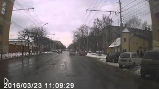 Смотреть онлайн В Рязани сотрудники ДПС избили пойманного нарушителя