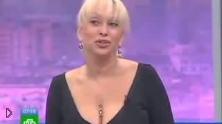 Смотреть онлайн Силиконовая девушка скандалит на ТВ