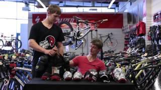 Смотреть онлайн Про защиту коленей и тела для велосипедистов